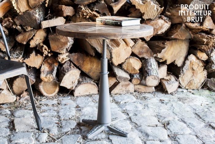 Petite table industrielle bois et fonte Merritt.