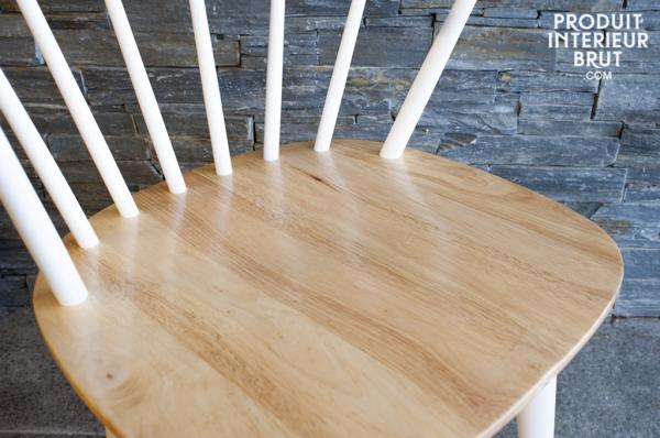 Une chaise vintage en bois de style scandinave…