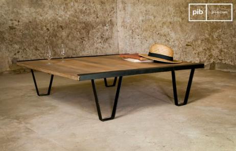 La table basse industrielle trouvera facilement sa place dans votre salon