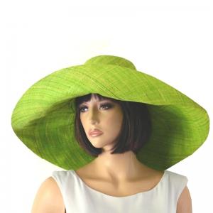 le grand chapeau de ceremonie vous accompagnera tout l'été