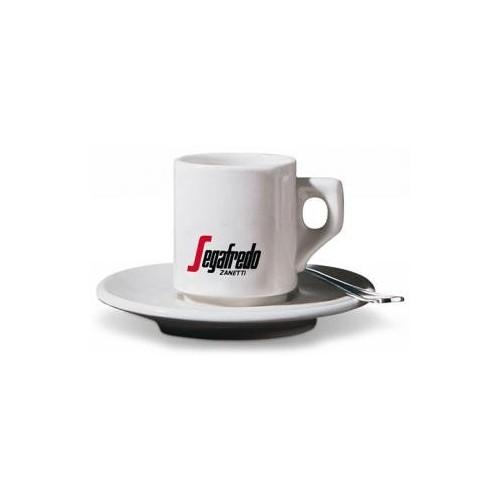 En Italie, la consommation de l'espresso est une véritable institution. C'est ici que l'on a inventé les premières machines du genre, ancêtres de l'électroménager d'aujourd'hui.